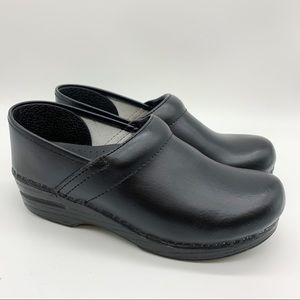 Almost new!  DANSKO black leather clogs, 39.